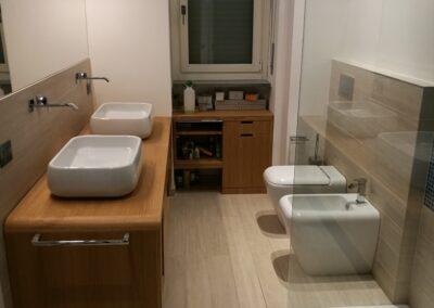 bagno rifatto , legno, Ticino